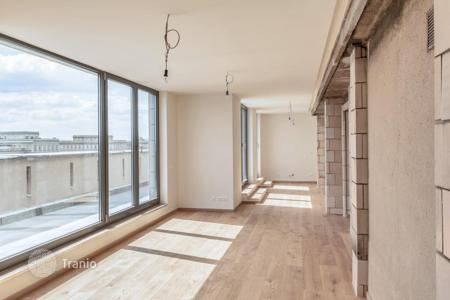 Residential for sale in Germany. Modern three-bedroom penthouse with a terrace of 80 m² and a view of the Frankfurt Gate, Friedrichshain, Berlin