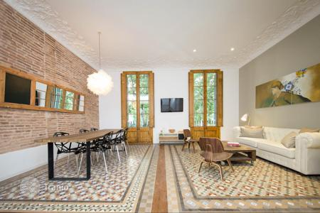 Apartments for sale in L'Eixample. Magnificent apartment in the Eixample district
