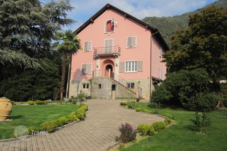 4 bedroom houses for sale in Mezzegra. Villa - Mezzegra, Lombardy, Italy