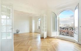 Property for sale in Boulogne-Billancourt. Six-room apartment in a historic building, Boulogne-Billancourt, Paris, France
