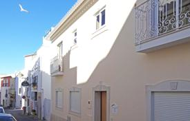 Townhouses for sale in Faro. Fully modernised, pretty 2 bedroom townhouse in historic centre of Lagos, West Algarve