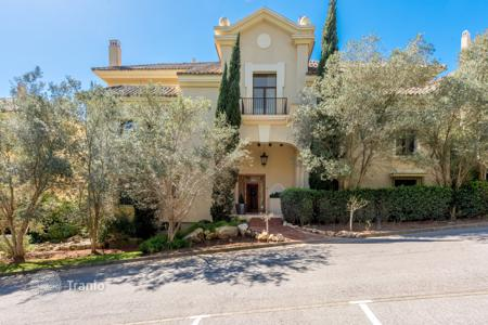 4 bedroom apartments for sale in Spain. A ground floor apartment with lovely southerly views situated in Valgrande, Sotogrande, Spain