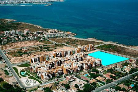 Apartments with pools from developers for sale in Costa Blanca. Apartment in a new residence with swimming pool and parking, in 2 minutes from the beach, in Torrevieja, Alicante, Spain