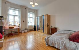 Residential for sale in Hungary. Three-bedroom apartment in a historic building in the 6th district of Budapest — Terézváros
