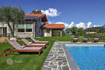 Villas and houses for rent with swimming pools in Lake Como. Villa Elisabetta