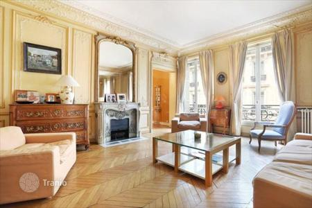 3 bedroom apartments for sale in Ile-de-France. Refurbished apartment in the center of Paris, France