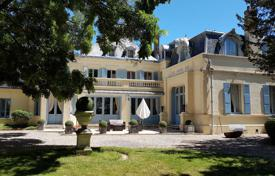 Historical castle with a spacious park and a pond, 65 km from Paris, Ile-de-France for 990,000 €