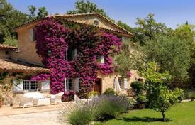 Luxury houses for sale in Chateauneuf-Grasse. Large modern villa in Provence ctyle, Châteauneuf de Grasse, France