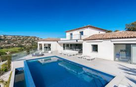 Luxury property for sale in Sainte-Maxime. Modern villa with unobstructed view