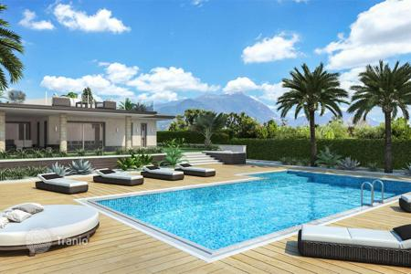 Houses for sale in Manerba del Garda. Contemporary villa with lake view and swimming pool, in Manerba del Garda, Italy
