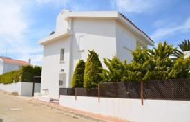 Coastal houses for sale in Famagusta. Villa with swimming pool and seaviews