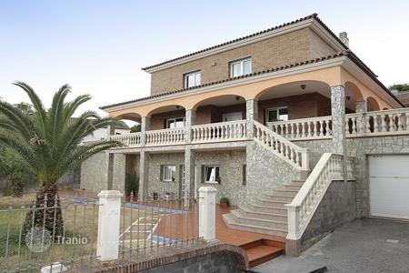 Property for sale in Badalona. Spacious house with a terrace
