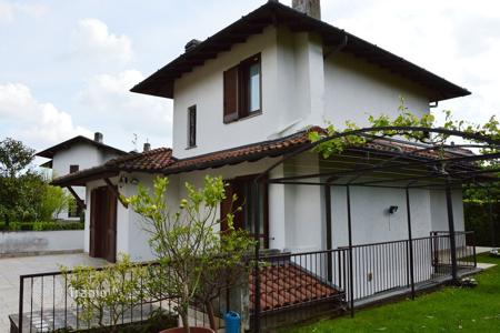 Coastal houses for sale in Lombardy. Villa – Casciago, Lombardy, Italy