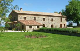 Houses with pools for sale in Lazio. Exclusive renovated farmhouse in the area between Tuscany, Lazio and Umbria