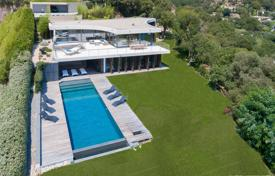 Residential for sale in Grimaud. Architect's villa with panoramic view over the Gulf of Saint-Tropez