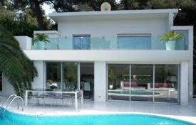 4 bedroom villas and houses to rent in Antibes. Beautiful villa to rent in Cap d'Antibes