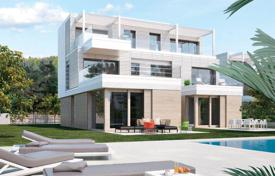 Luxury residential for sale in Costa del Garraf. Premium townhouse on the first line to the sea in Gavà Mar, Spain