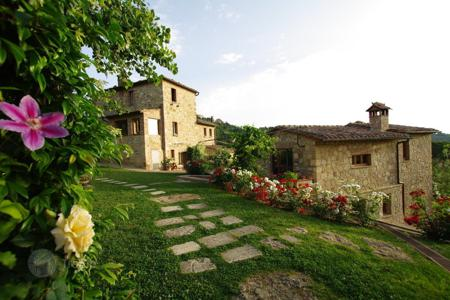 Villas and houses to rent in Montepulciano. Villa – Montepulciano, Tuscany, Italy