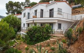 3 bedroom houses by the sea for sale in Catalonia. Luxury villa with swimming pool and garden in Rosamar, Costa Brava. Price reduced!