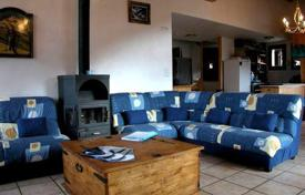 Chalets for rent in Courchevel. Ski-in/ski-out chalet with jacuzzi and sauna in the ski resort of La Tania, France