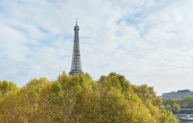 5 bedroom apartments for sale in France. Paris 16th District – An over 200 m² apartment enjoying open views