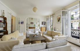 Luxury 4 bedroom apartments for sale in Paris. Paris 9th District – A spacious family apartment