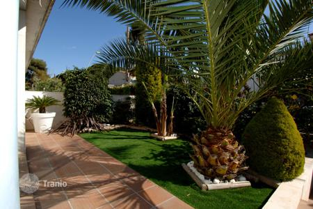4 bedroom villas and houses by the sea to rent in Catalonia. Villa - Castelldefels, Catalonia, Spain