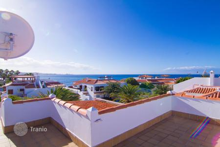 3 bedroom houses for sale in Canary Islands. Wonderful terraced house in La Caleta