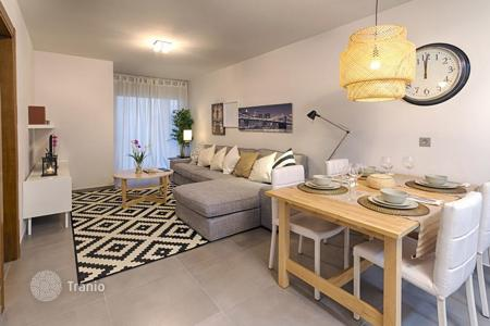 Cheap residential for sale in Tenerife. Two-bedroom apartment with mountain view in a new residential complex near the beach of La Tejita, Sotavento, Tenerife