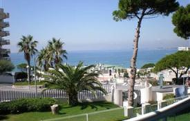 Apartments to rent in Catalonia. Luxury two bedroom apartment on the beach
