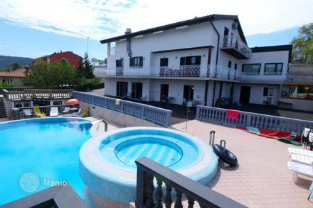 Luxury houses with pools for sale in Piran. Villa – Portorož, Piran, Slovenia