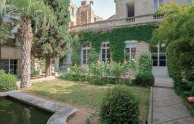 Luxury residential for sale in Avignon. Avignon — Unique private mansion