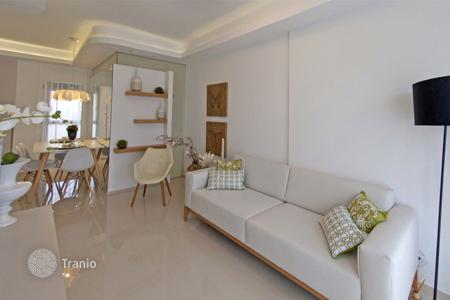 Cheap apartments with pools for sale in La Zenia. Apartment of 2 bedrooms in Orihuela Costa