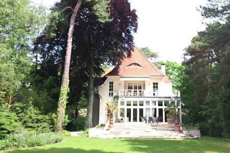 Luxury houses for sale in North Rhine-Westphalia. Urban villa with elevator and SPA area in Dahlem, Berlin. Move-in as agreed