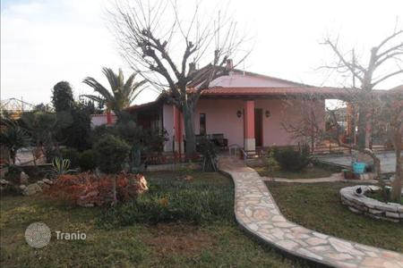 Residential for sale in Administration of Macedonia and Thrace. Fully furnished cottage, with a large outdoor terrace overlooking the sea, in the Olympic Riviera. Price reduced!