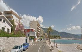 2 bedroom apartments for sale in Roquebrune — Cap Martin. Bright two-bedroom apartment near the beach