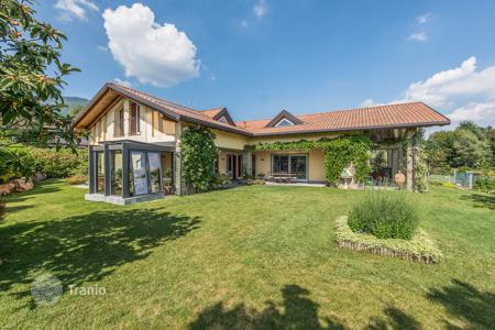 Luxury property for sale in Italy. Villa – Lombardy, Italy