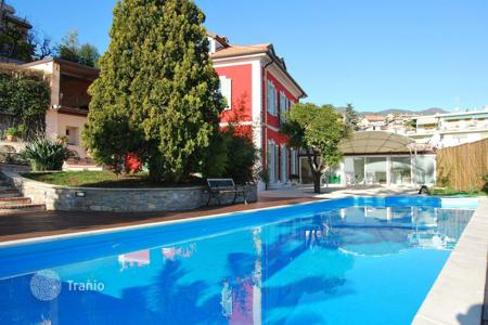 Houses with pools by the sea for sale in Italy. Elegant old villa with garden and pool on the beach in San Remo, Liguria