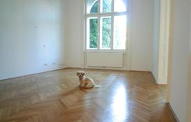 3 bedroom apartments for sale in Döbling. Four room apartment in a historic building facing the garden in Vienna, Döbling district, Nussdorf area