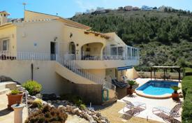 3 bedroom houses for sale in Valencia. 3 bedroom mediterranean-style villa with private pool overlooking the sea and the mountains in Moraira