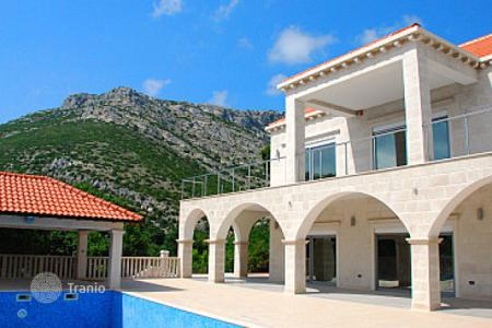 Property for sale in Dubrovnik Neretva County. Luxury three-bedroom villa with a large pool, garages and sea view, Оребич, Хорватия