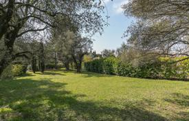Close to Saint-Paul de Vence — Plot of land within a domain for 350,000 €