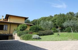 4 bedroom houses for sale in Tuscany. Villa – Monteriggioni, Tuscany, Italy