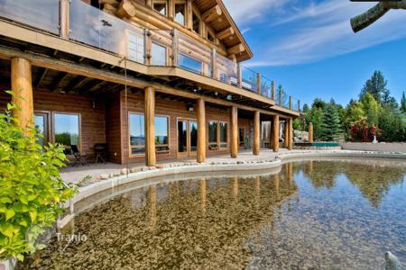Property for sale in Canada. Ranch with 27 acres of land, 3-storey, furnished villa, with views of the lake and mountains, pool, stables and a garden in Vernon, Canada