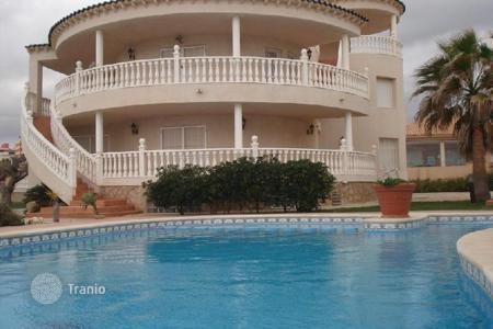 Luxury houses with pools for sale in Murcia. Villa in La Manga