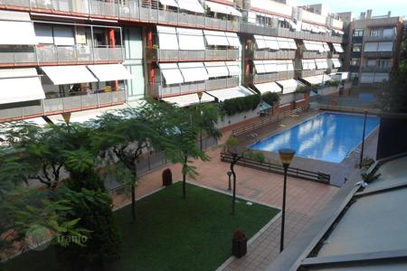 3 bedroom apartments for sale in Badalona. For sale three-bedroom apartment with communal GARDEN and SWIMMING POOL! Parking space is also included in the price