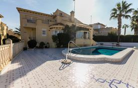 Houses with pools for sale in Altea. Spacious villa with a terrace, a garden and a pool in a prestigious area of Las Ramblas, Alicante