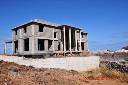 Houses for sale in Palm-Mar. Villa under construction with a large plot of land in Tenerife, Palm Mar
