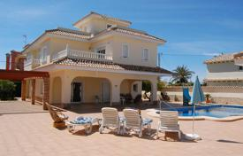 6 bedroom houses by the sea for sale in Spain. Villa with sea view in the town of Cabo Roig