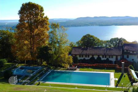 Apartments with pools for sale in Piedmont. Three bedroom apartment with swimming pool in Lesa, Maggiore lake